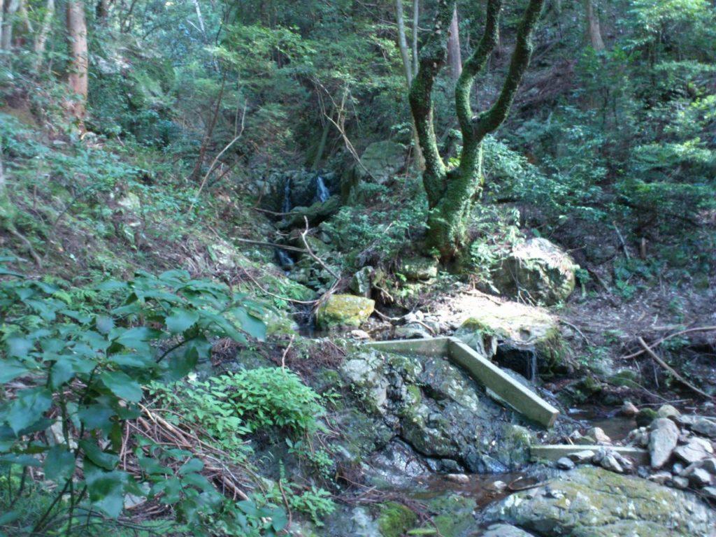 大岩場を越えて楓の滝