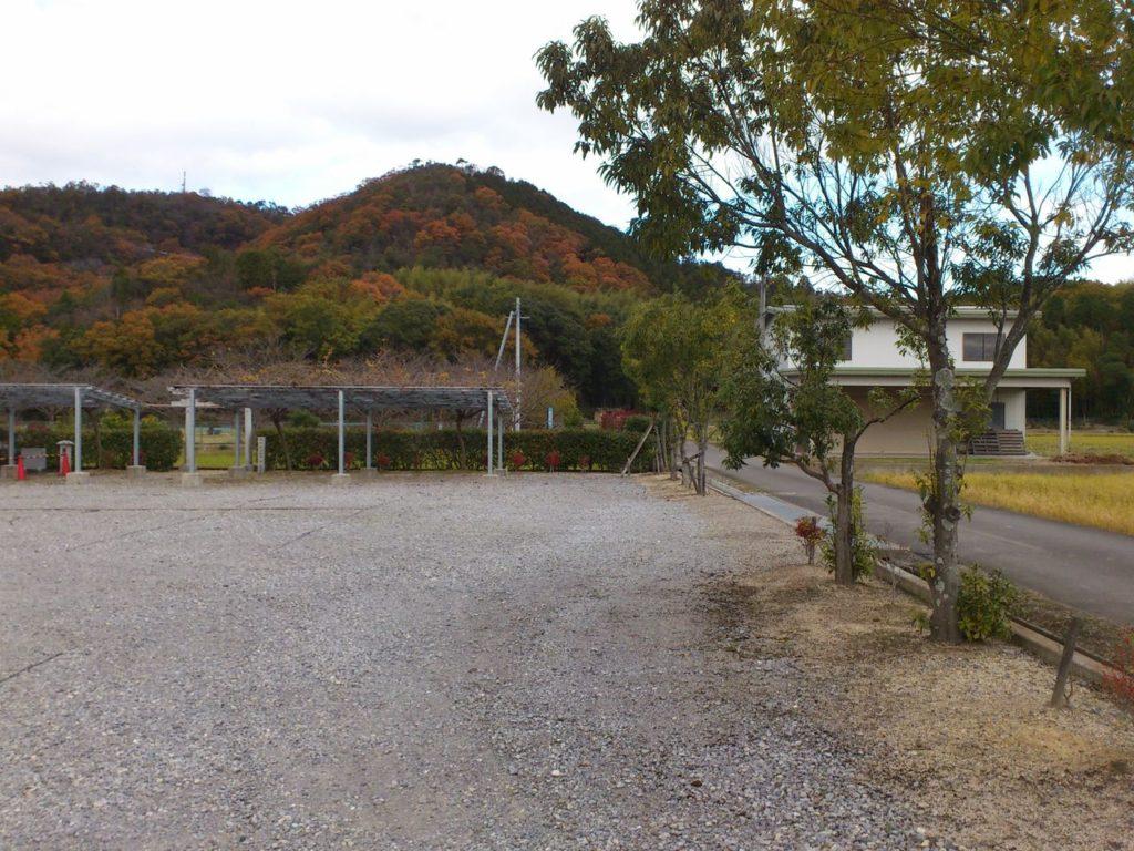 御澤神社から瓶割山を望んで
