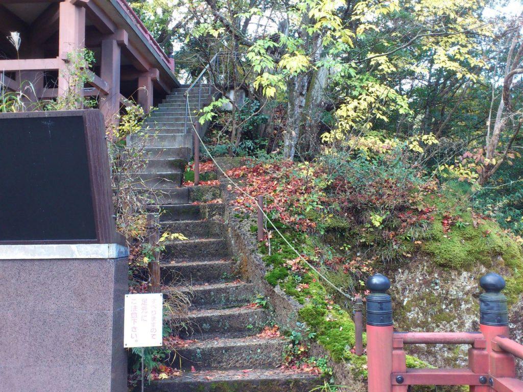 那谷寺の鎮守堂への階段