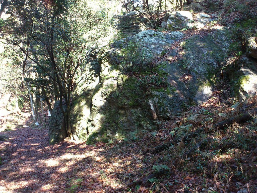二つ岩の側面