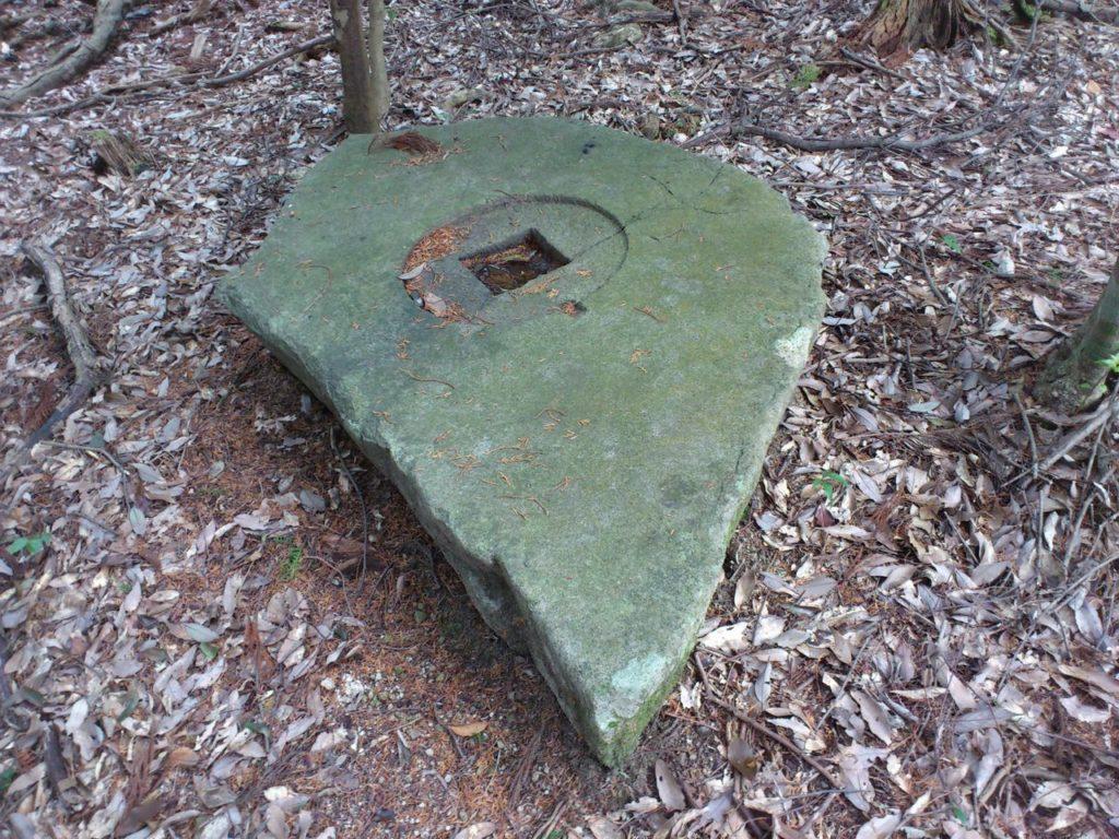 五重塔跡の石灯籠の基礎石