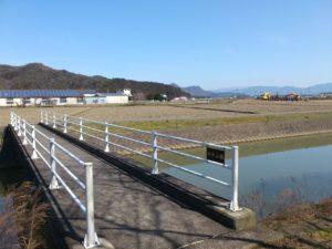 美野里池への橋