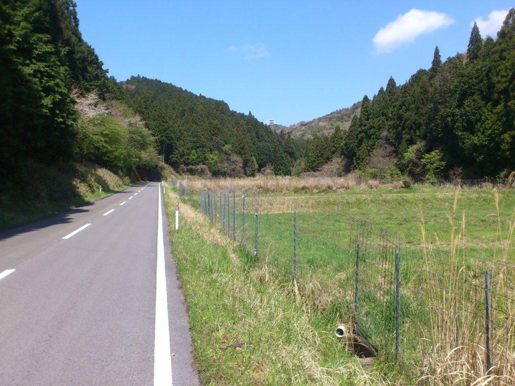 県道229号線、山の上に無線中継所