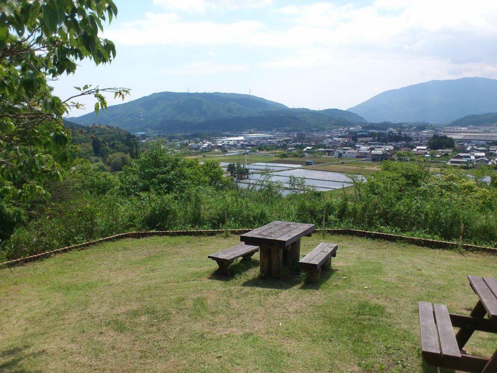 笹尾山見晴台下の広場