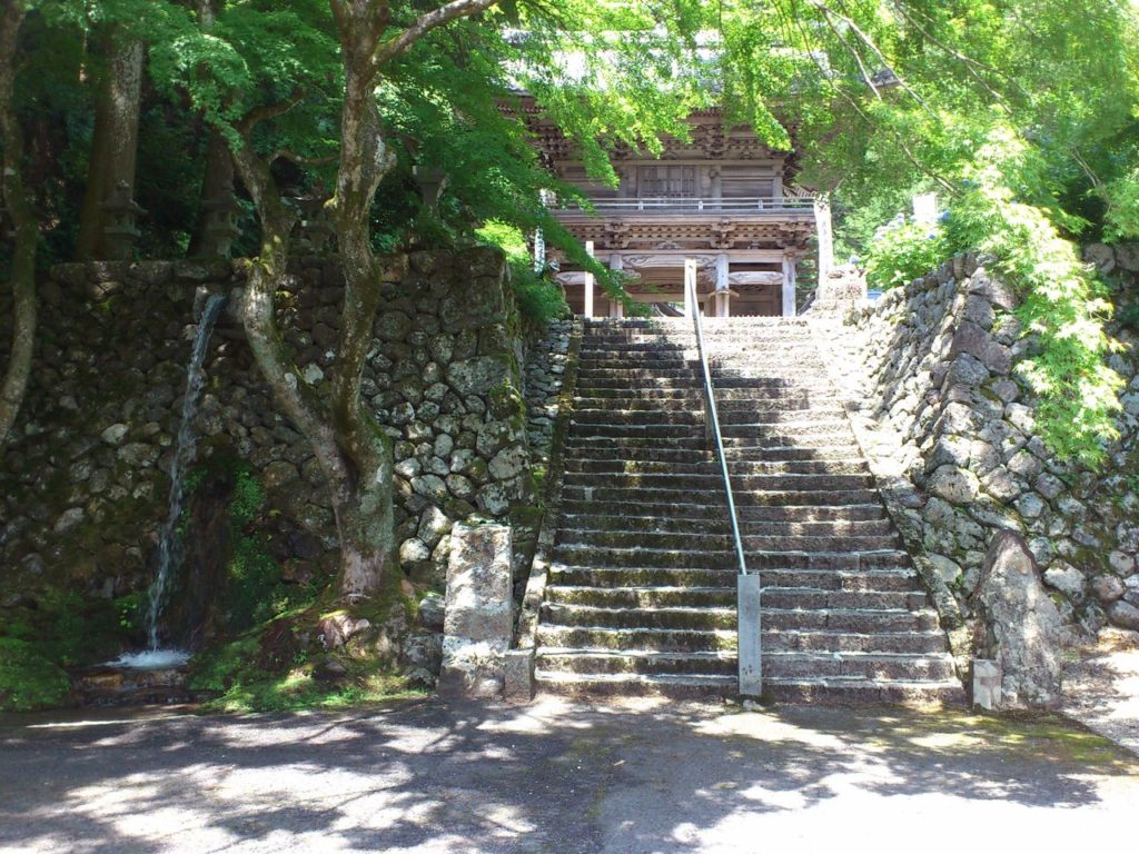 甘南美寺の仁王門下