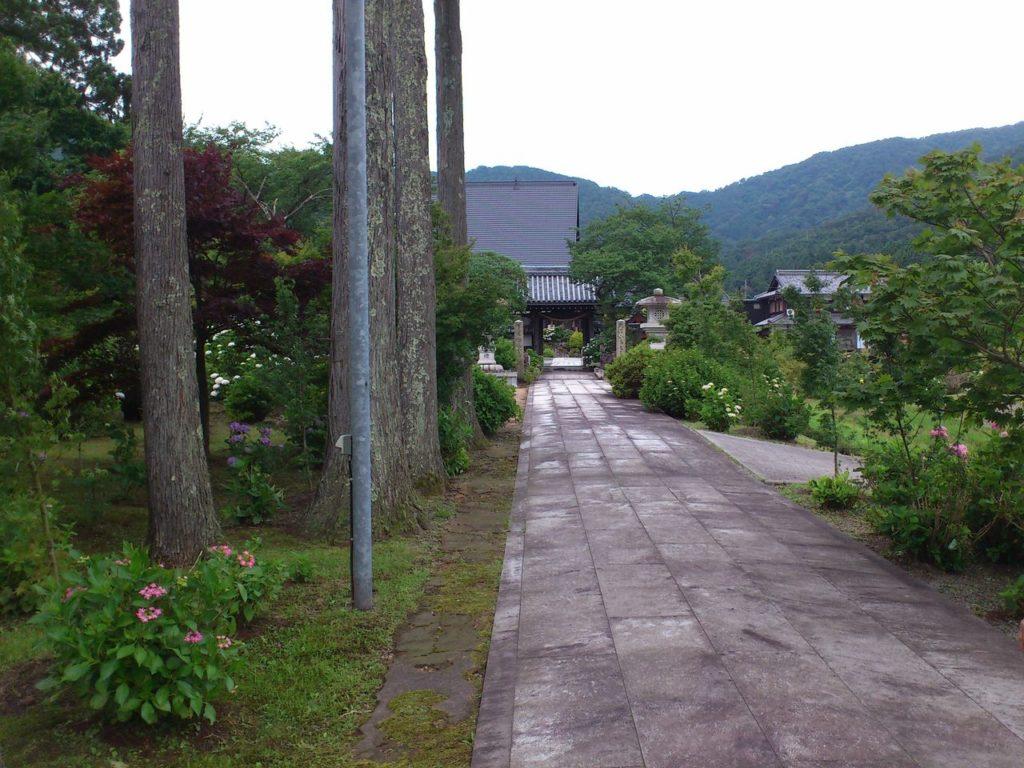 全長寺の参道
