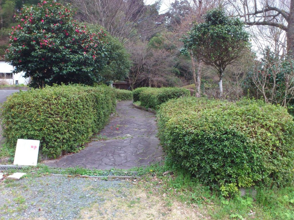 羽賀寺の庭園入り口
