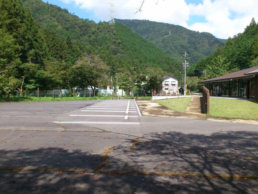 伊自良湖駐車場から釜ヶ谷山