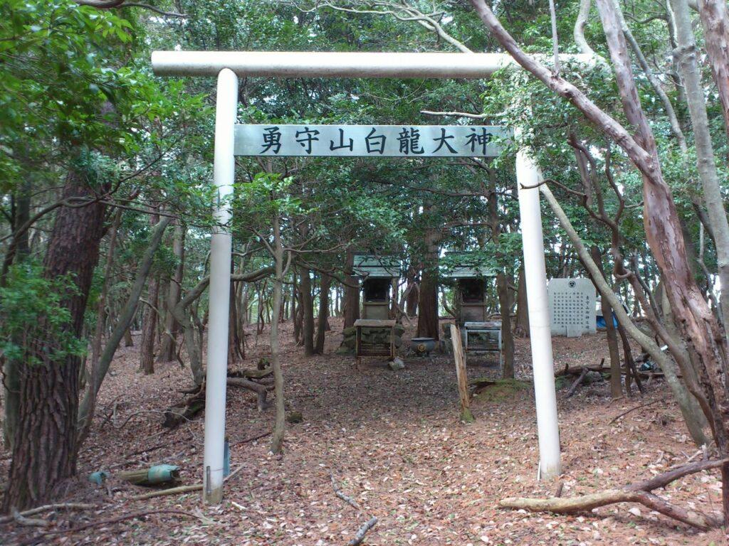 勇守山白龍神社の鳥居