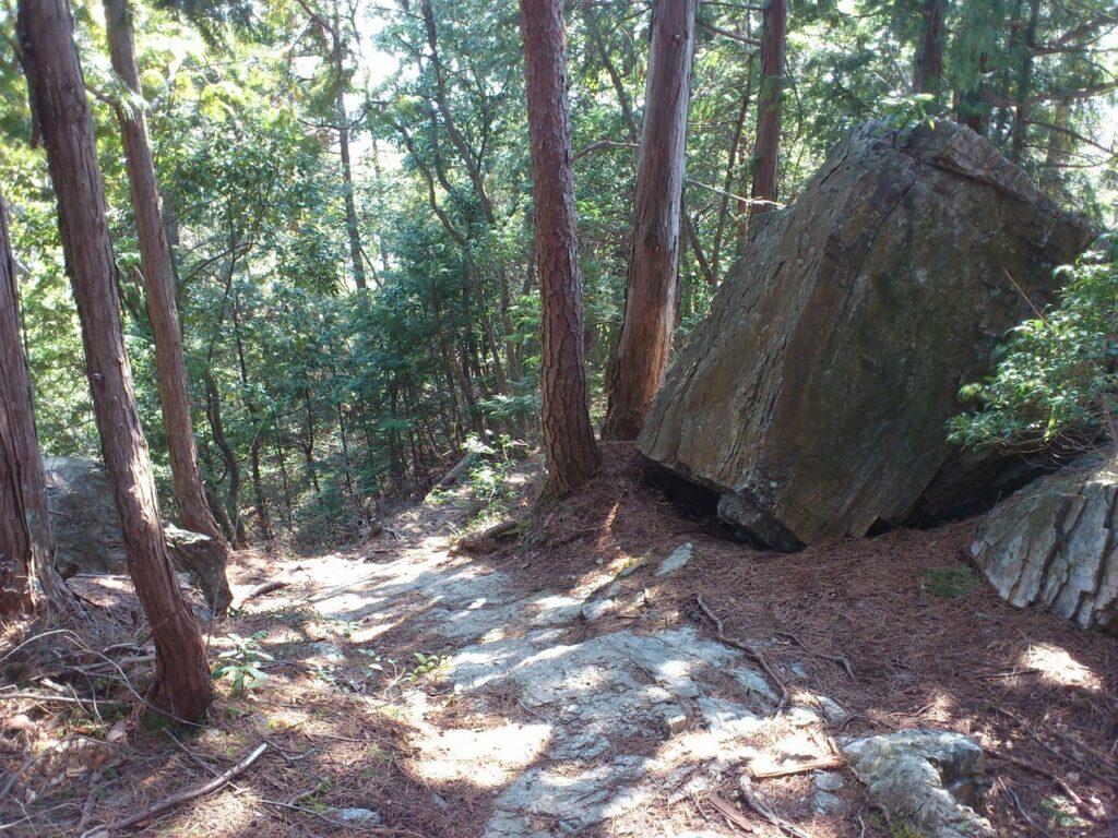 岩盤の坂道