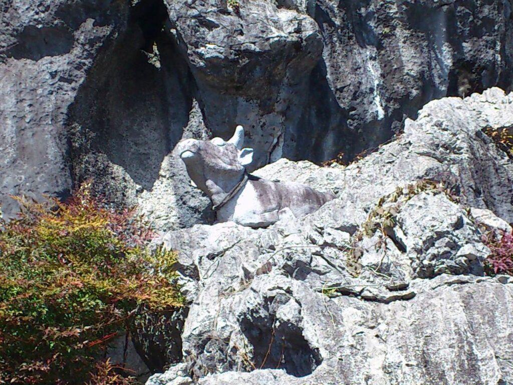 岩巣公園の丑像
