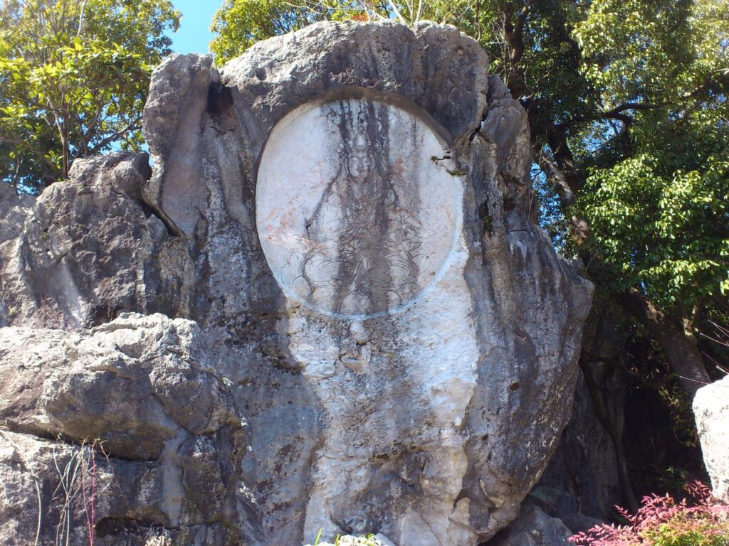 岩巣公園の観音岩