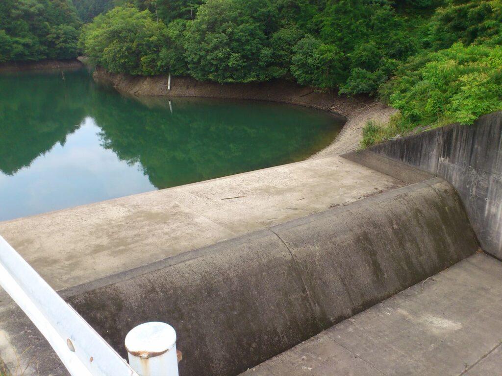 満水時放流口